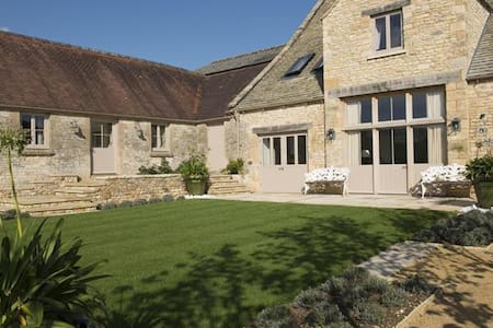 Thorndale Farm, Cirencester (8) - House