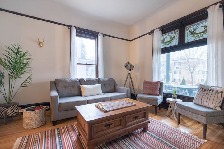 2 BR Charm Filled Victorian in Heart of Uptown