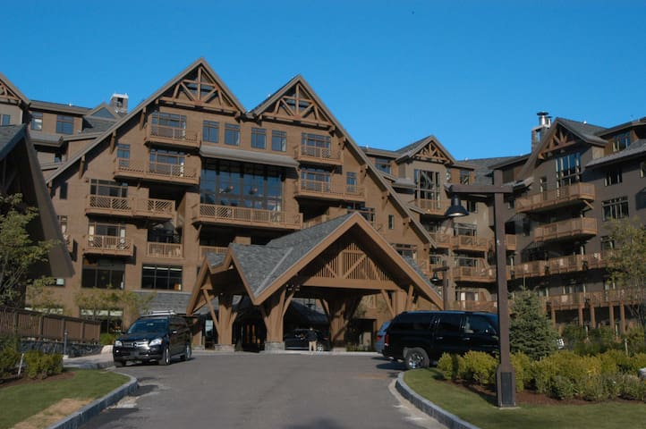 Rare Three Bedroom at Stowe Mountain Lodge!  Views of Gondolier!