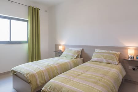 Twin Bedroom in Mgarr village - L-Imġarr - Appartement