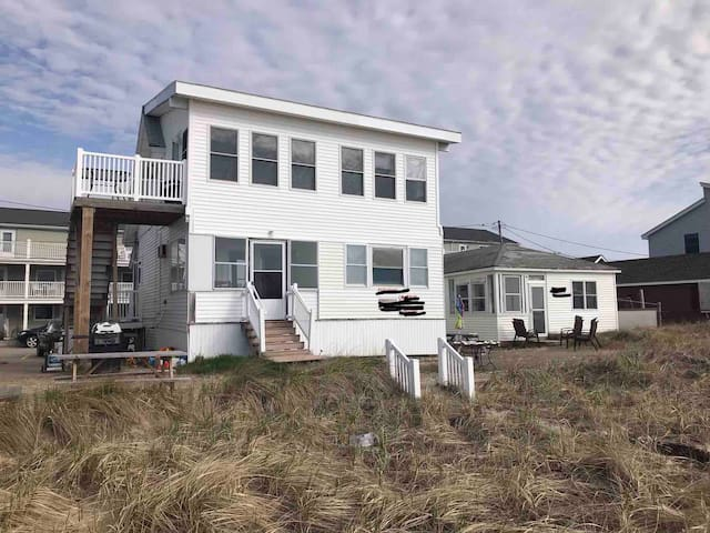 OCEANFRONT 2 APARTMENT HOUSE RENTED AS ONE