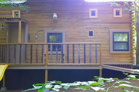 Little house on the Prairie w/4 hammocks,fire pit