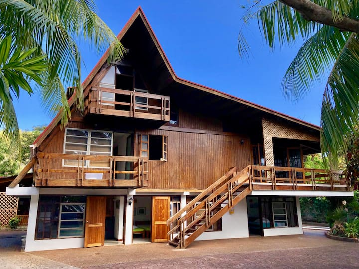 Oceanfront 4 Bedroom House with Swimming Pool