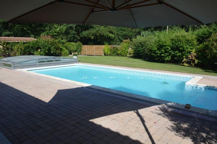 Villa 5* avec piscine/boulodrome près de Moliets