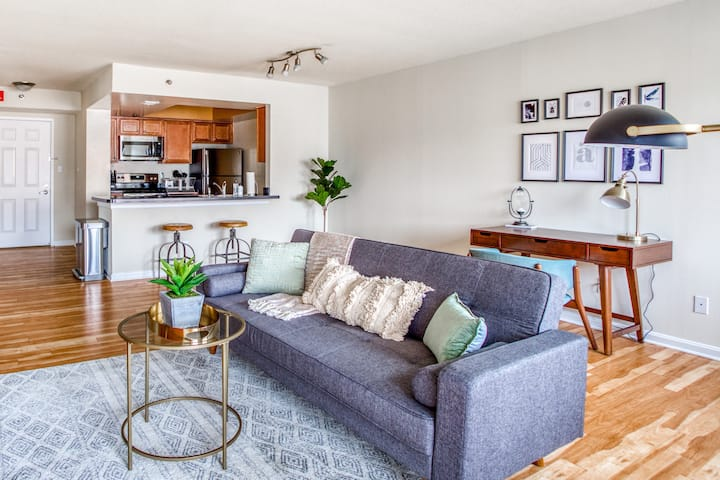 High-rise 1BR with Concierge