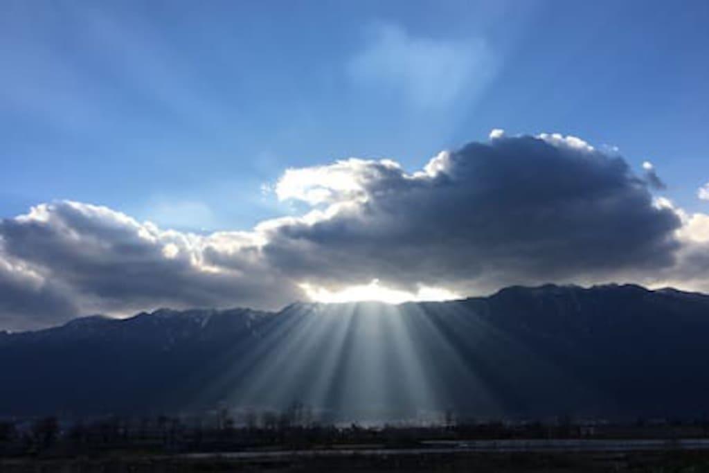 观苍山日落霞光,品人生万景百态。