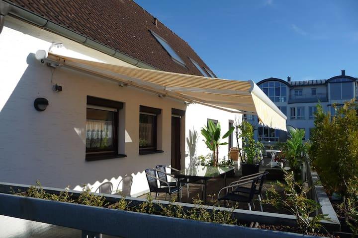zentr., komfortables, modernes, viels. Appartement - Burghausen - Condominium