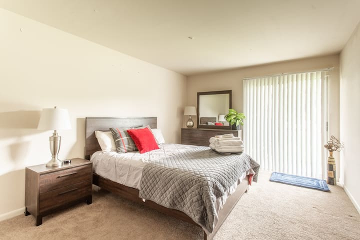 Voted Nashville's Top 10 Room! 13 min to Downtown