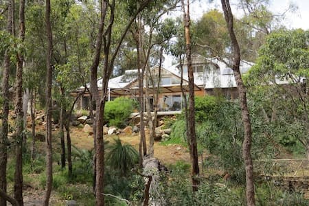 Surrounded by nature close to town - Kalamunda