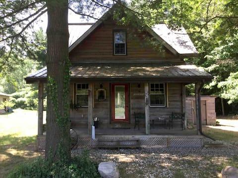 Homestead Cabin: Perfect couples/singles getaway