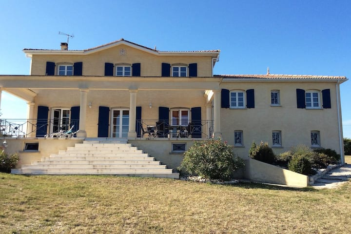 Cozy Holiday Home in Montaigu-de-Quercy With Swimming Pool