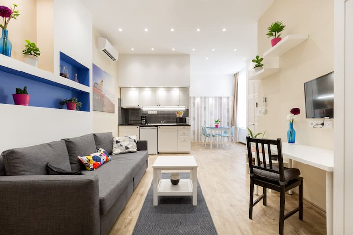 Modern Studio in the Inner City 2. - with AC!