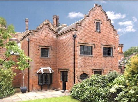 英國鄉村莊園的三居室房屋