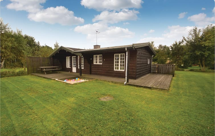 Holiday cottage with 2 bedrooms on 77m² in Grenaa