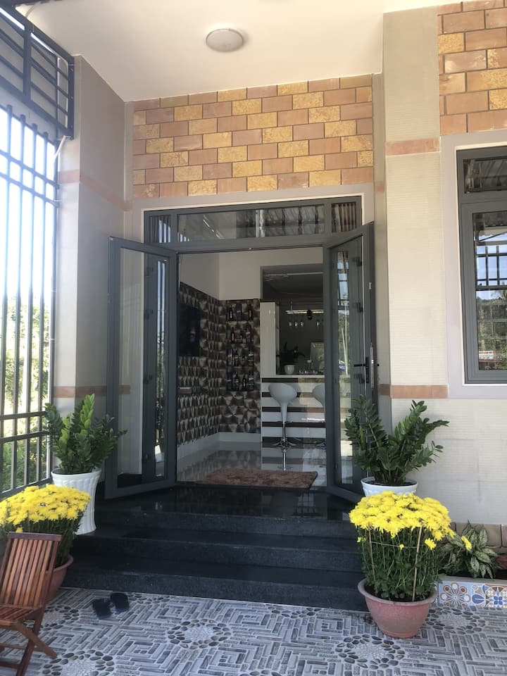 ANH TRANG HOUSE FOR RENT