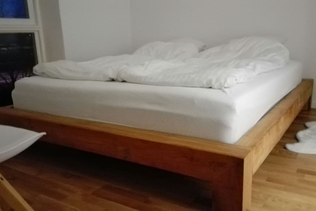 Bed Room 180 cm, with lake view