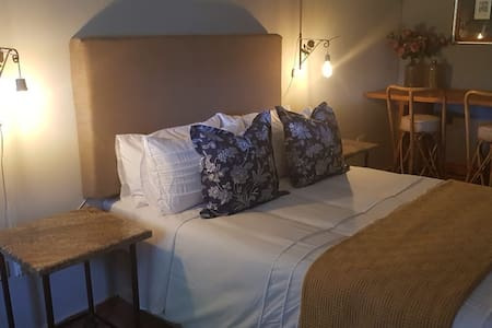 4 On Kopjeskraal; Tranquil, luxury farm stay.