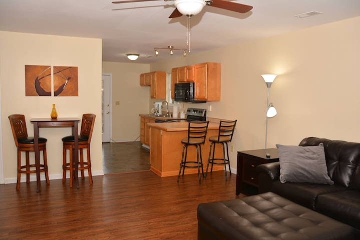 Horses, Bourbon and More .... Shelbyville Condo