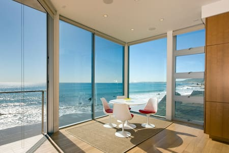 Contemporary Malibu 3bd Beachfront Retreat - Malibu