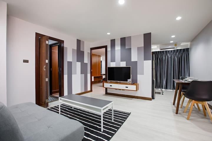 Modern Suites 807B