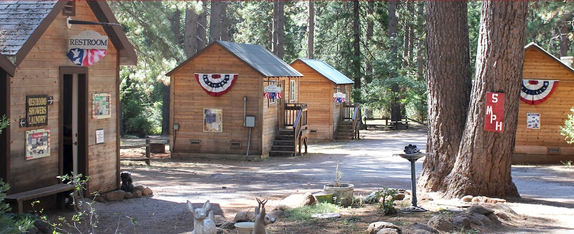 Camping Cabin C, Living Springs RV & Cabins Resort