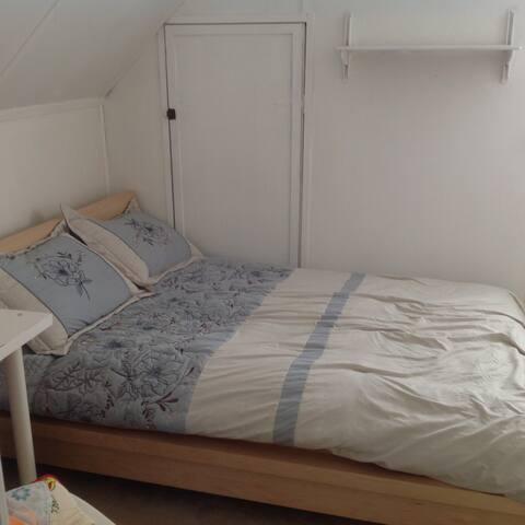 Single Room  201 @ Oyster Bay, New York  11801
