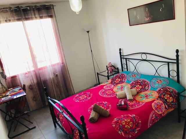 Annemasse, chambre conviviale et pratique