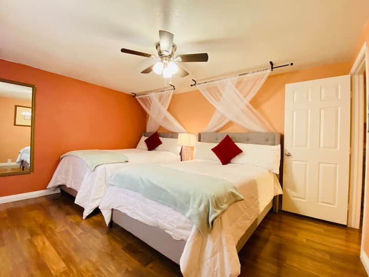 Bright Hipster 3 bed, 2 bath - 15 min from STRIP