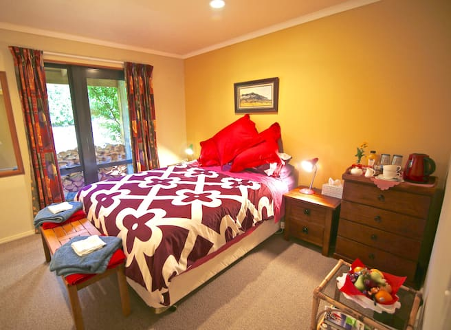 If you are booking for  more than two people, here is your second cosy room with tv and private access