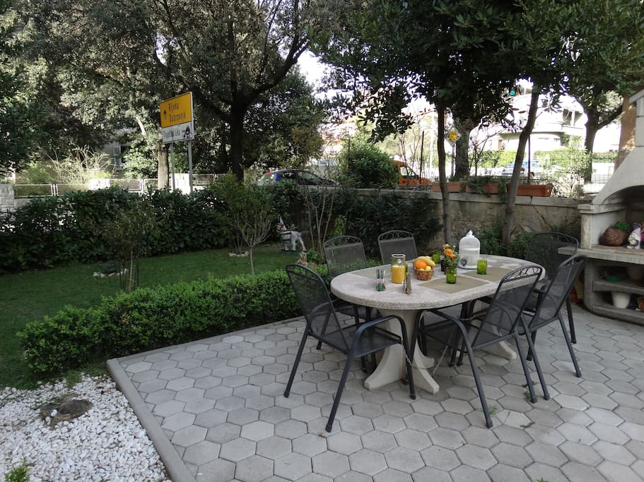 Garden with barbecue...