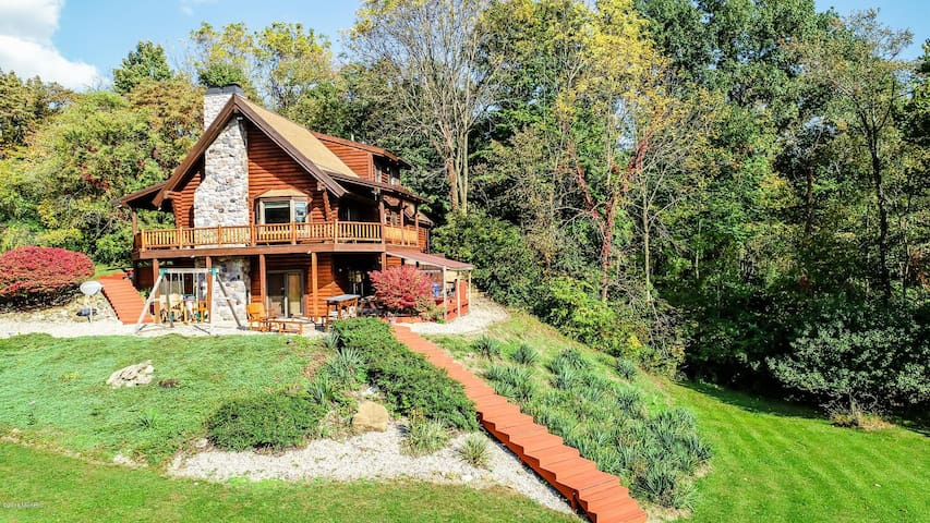 Beautiful Cabin on the River, across Paw Paw Lake!