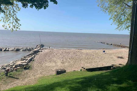 Beach Cottage #1 on Lake Erie.  Room to park boat!