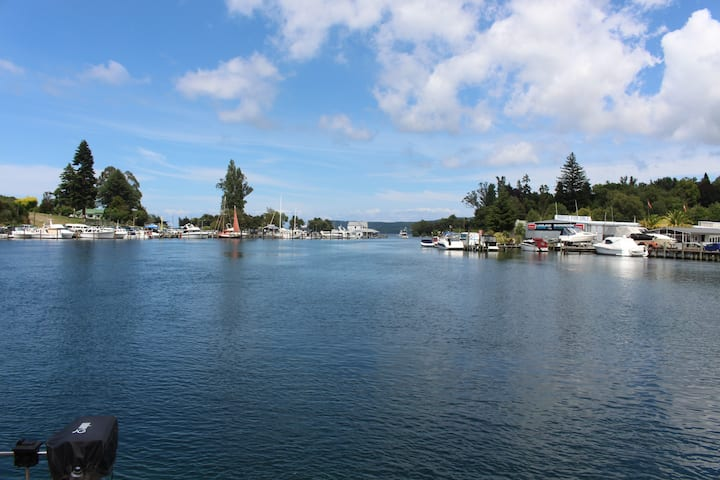 Relax on Roberts only 2 blocks from Taupo's action