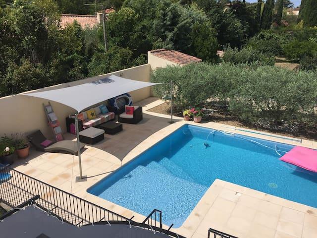 A proximité Aix en Pce, belle villa provençale - Ventabren