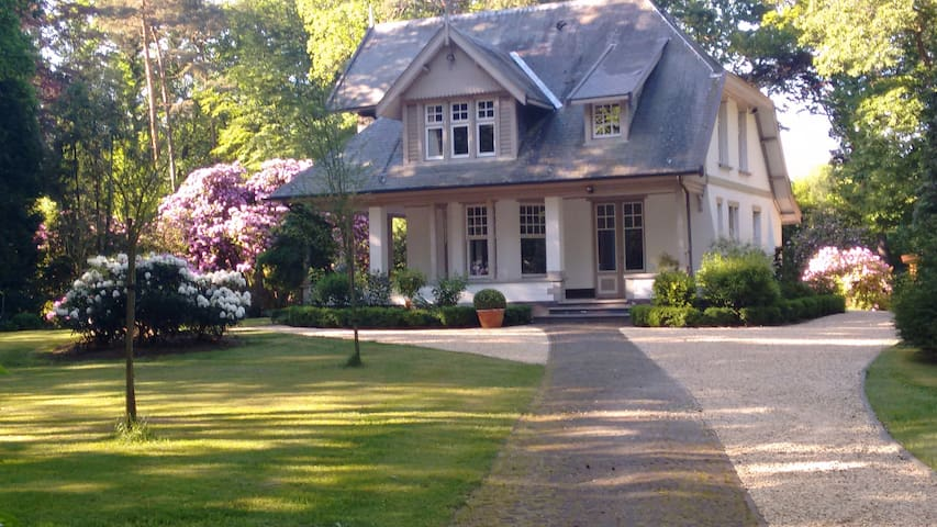 Charming house in a private parc