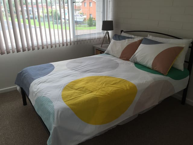 Second bedroom - double with single mattress under