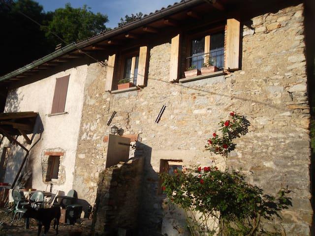 Casa vacanze Casere-Vararo camere con colazione - Laveno-Mombello - Pis