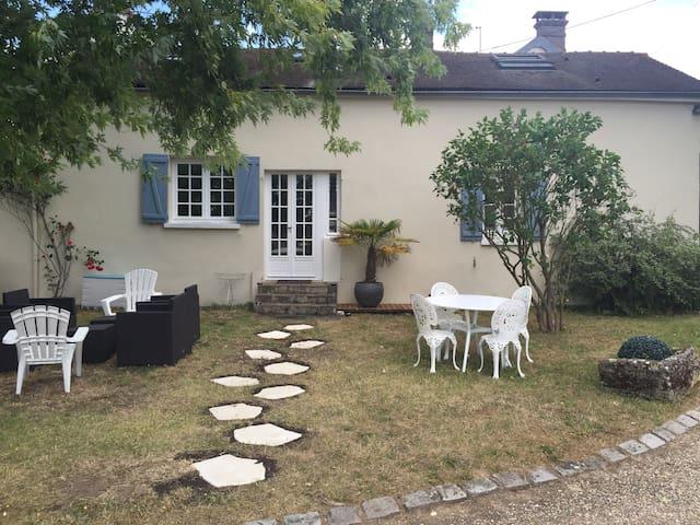 Jolie maison 60Km Paris avec tennis - Oulins - House