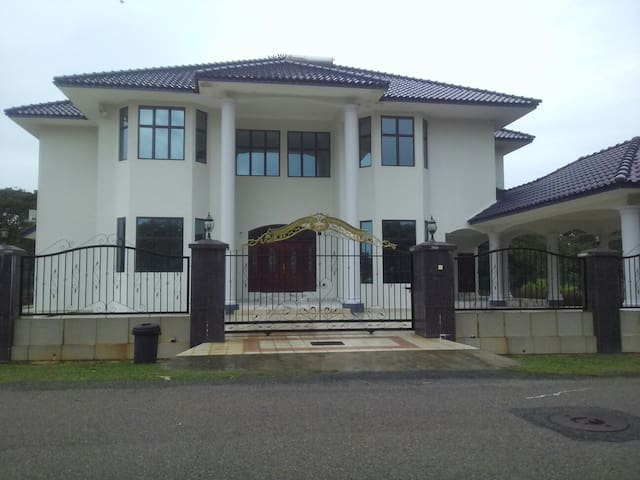 PERSONA GUEST HOUSE!!!!!! - Bemban - House