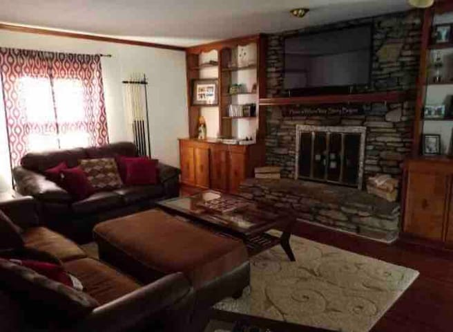 Cozy Chic Cottage 4 mi to AIRPORT/EXPO/DOWNS! #2