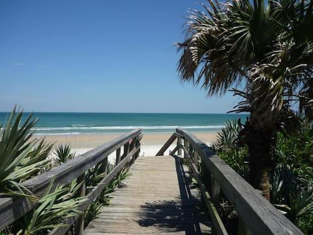 Dee's Beachside Contemporary  3/2 Condo..