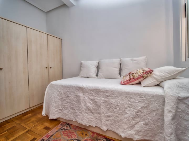 3-Private individual room, 2' walk Zurriola beach