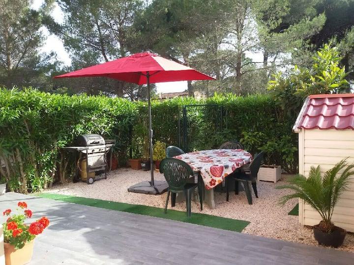 Modern flat with a lovely terrace + tennis court