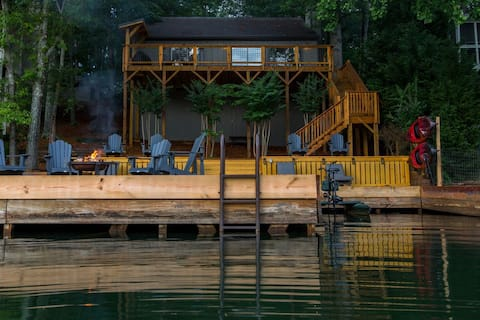 Lake Arrowhead Luxury Lakefront Cottage w/ Hot Tub