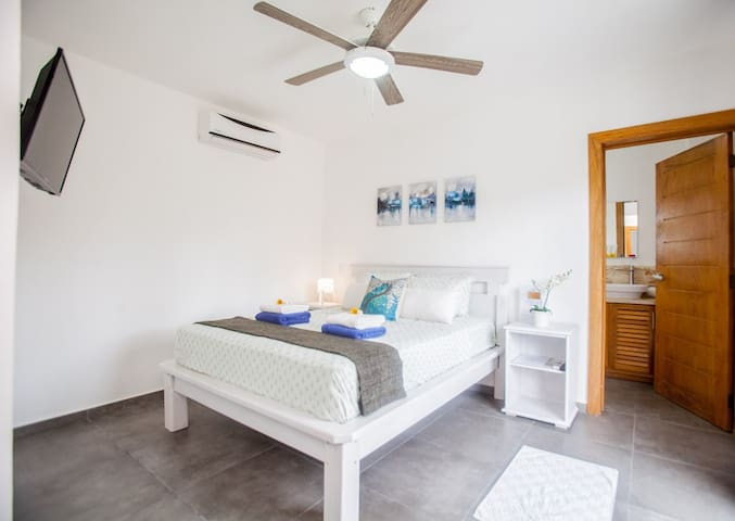 Nice and confortable bedroom with private bathroom /Balcony / WIFI / TV / AC/ Safe /Fan...