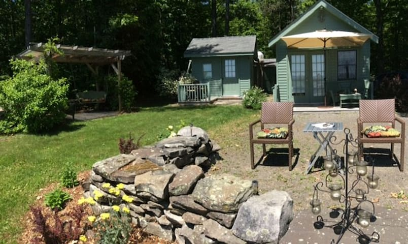 Little Green Cottage Eco Retreat - Cottages for Rent in West Fulton ...