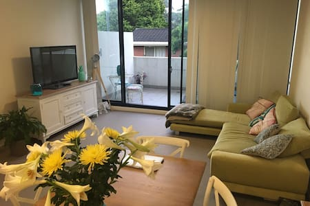 Split level one bedroom flat, ready to go - North Willoughby - อพาร์ทเมนท์