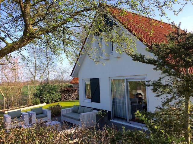 Licht huis met grote tuin in st. Nicolaasga - Sint Nicolaasga - Hus