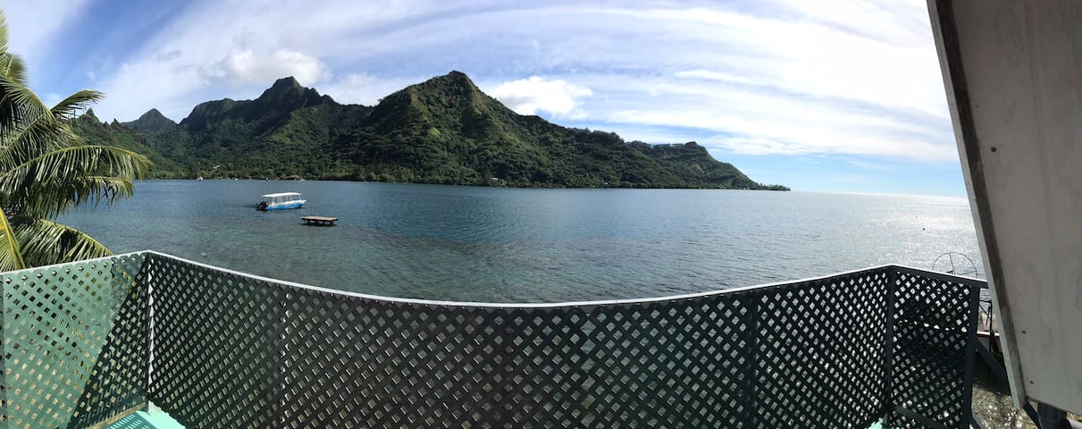 Fare Toreavai by the sea