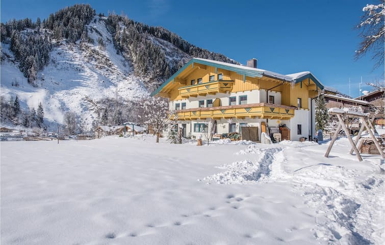 Holiday apartment with 2 bedrooms on 67 m² in Rauris